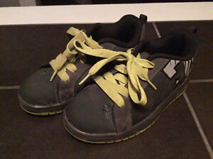 DC skate shoes, size 4