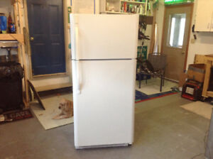 kenmore fridge 4yrs.old very clean working fine