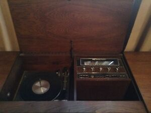 Westinghouse Solid State Stereo in a solid Maple Cabinet.>>$400. West Island Greater Montréal image 4