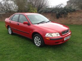 VOLVO S40 1.8 petrol saloon outstanding condition