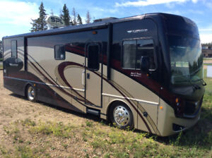 2013 Fleetwood Excursion 33A -300HP Perfect sized Class A