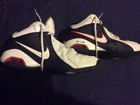 NIKE AIR VISI PRO IV, SIZE 9,AND A HALF .