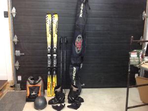 Ski et accessoires à vendre marque Atomic.