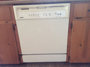 Kitchen Appliances (fridge, stove, dishwasher - white)