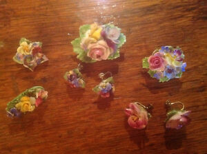 ANTIQUE ASSORTED PORCELAIN BROOCHES AND EARRINGS