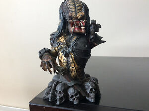 Pradator 2 elder mini bust