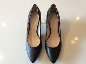 Tahari leather pumps -Never Worn - Size 10