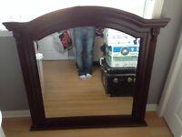 Miroir en gros bois très solide allait sur un meuble de chambre