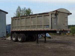 Camion lourd - trailer domper 2002 Stargate