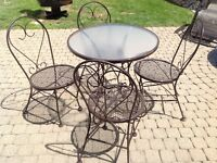 Ice Cream Parlour / Patio Table & Chairs - wrought iron