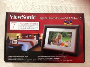 "Brand new box never used sonic digital photo frame 7"""