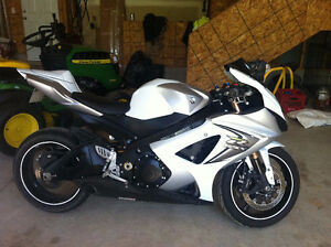 Suzuki GSXR 1000 - Amazing Shape! Must see!