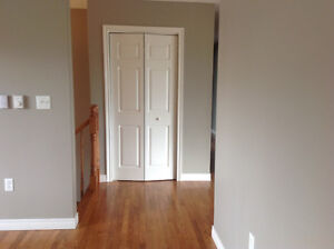 AVAILABLE FEB 1 A SPACIOUS, CLEAN 3 BDRM TOP FLOOR OF HOUSE