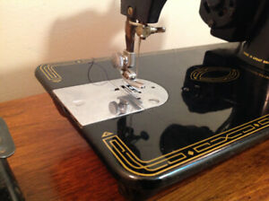 Beautiful 1947 Singer sewing machine, 99K with case