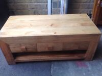 Coffee table in Indian mango wood, good condition, with 3 drawers