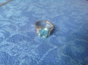 10 kt Gold Blue Topaz and Diamond Ring
