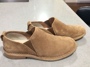 UGG Ladies loafer style like new