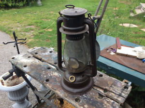 "ANTIQUE ""E.T. WRIGHT #4 BARN LANTERN WITH REFLECTOR"