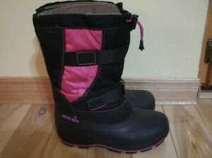 Almost NEW Girl's size 3 Winter Boots