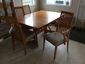 Oak Dining Room table and chairs Salmon Arm