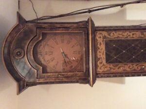 Horloge style antique à batterie deux portes comme neuve