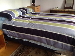 Queen size bed, nearly New