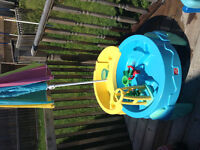 Step 2 sand and water table with accessories/umbrella