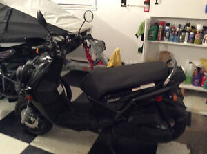 Like new 125cc Yamaha c/w camper hitch mount