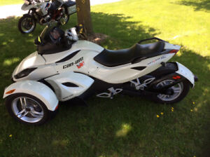 Can Am Spyder meticulously maintained/one owner