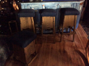 Ensemble de 4 bancs de bar en bois / 4 wood bar stools vintage