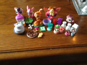 Kitchen littlest pet shop set everything in the pic for $15