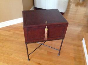 Table petite mignonne peut servir table de nuit $189 pour $49