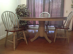 Solid Oak - Kitchen table & 4 chairs