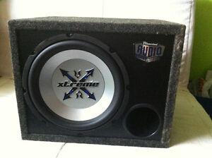 Subwoofer 12'', ampli et radio d'auto.