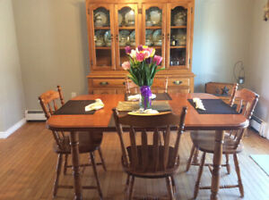 Maple buffet & hutch with table & 4 chairs.