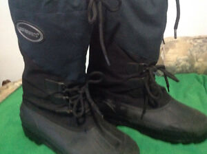 MEN's SIZE 11 INSULATED WINTER BOOTS ESTATE LIKE NEW