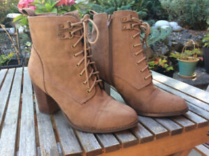 2 PAIRS OF BOOTS - size 8 - BLACK & BROWN