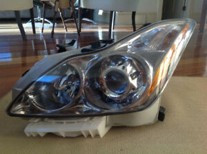 2009 Infinity G37 front headlight assembly