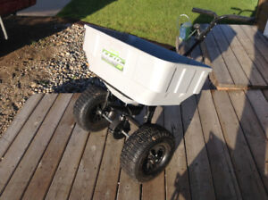 Large fertilizer / seed spreader - holds up to 125 lbs