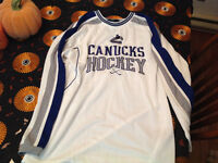 AUTHENTIC VANCOUVER CANUCKS SHIRT ( LIKE NEW)