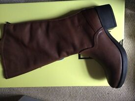 Fly boots size8