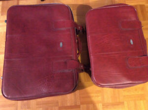 VINTAGE SET OF 3 BURGUNDY JETLINER LUGGAGE - MINT CONDITION