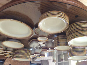 Set de vaisselle MIKASA  de 12  couverts avec accessoires
