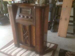 ANTIQUE CROSLEY FLOOR RADIO London Ontario image 5