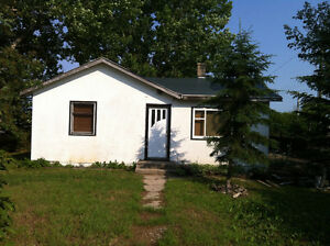 Rent discount for renos trade -Strathmore area house on .46 acre