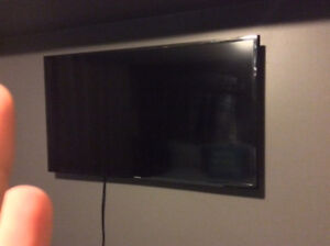Samsung LED 42 Smart TV 5200 Seies with wall mount