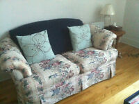 MOVING SALE: FLORAL LOVESEAT