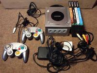 Nintendo GameCube 2 Pads 6 Games including Mario Kart