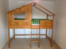 Next treehouse bed