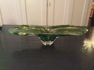 VINTAGE LARGE GREEN STRETCH GLASS ART GLASS BOWL